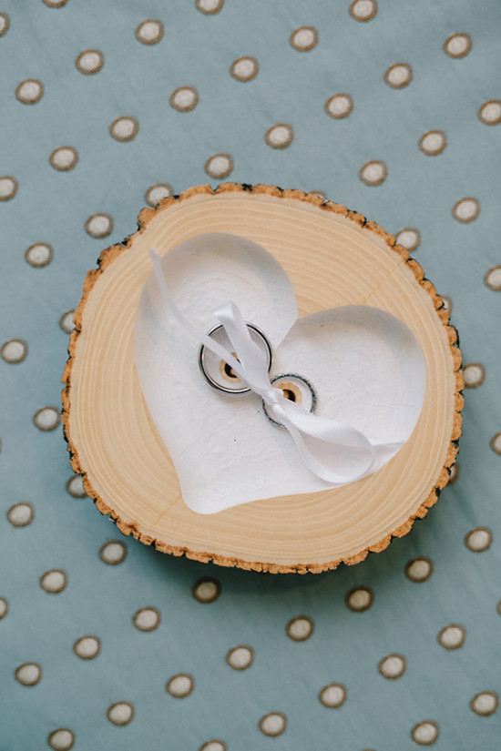 wood cut ring holder