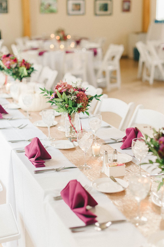 Magenta and gold table decor