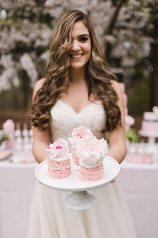 ombre mini naked cakes topped with flowers