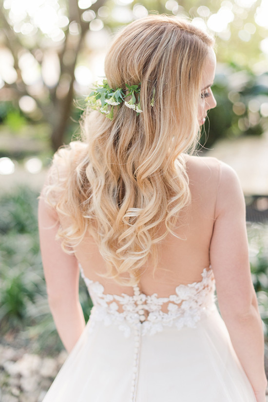 loose flowing wedding curls with mini flower halo