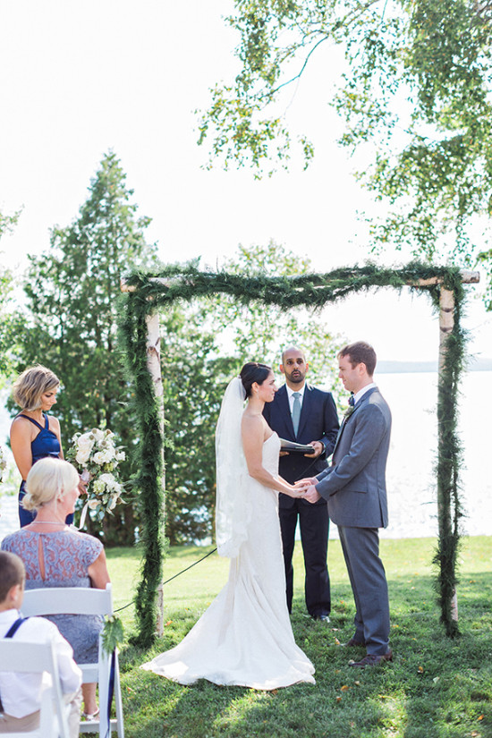 beautfiul peaceful wedding ceremony