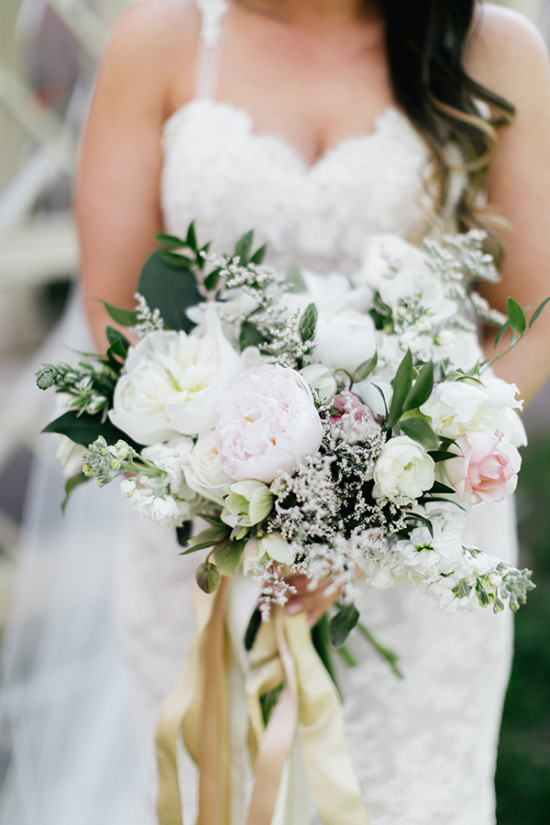 subtle white and pink wedding bouquet