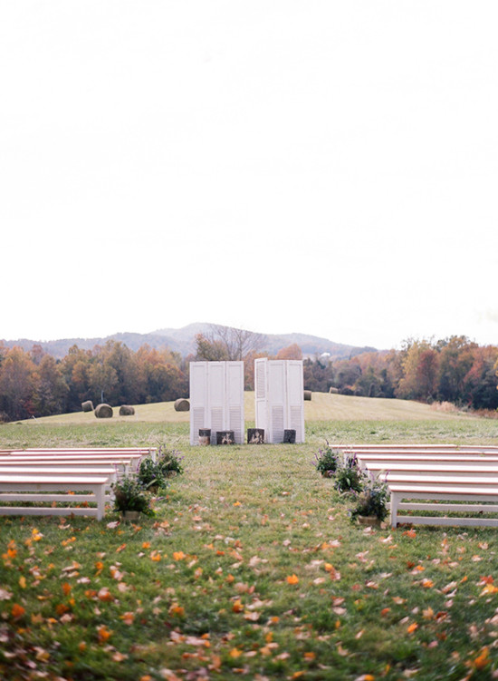 Simple country ceremony decor