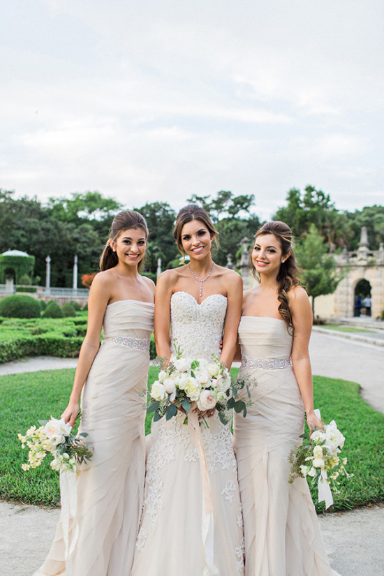 Bridesmaids in creme