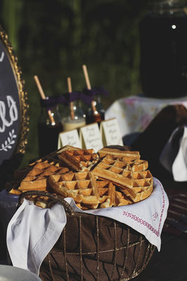 Rustic Plum and Gold Wedding Ideas