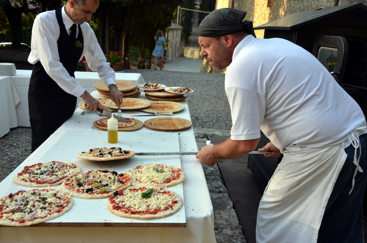 Pizza Party In The Tuscan Countryside