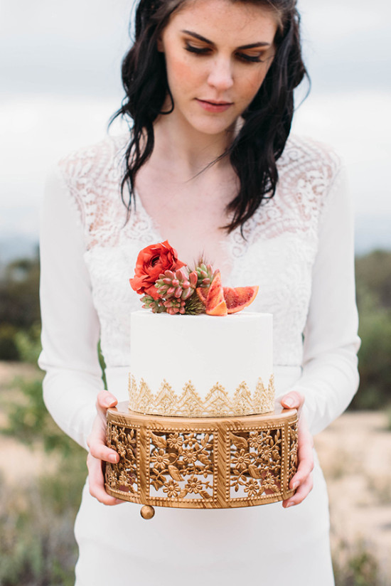 Small wedding cake with gold details