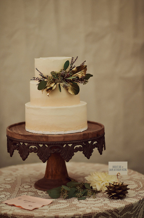 simple gold accented wedding cake