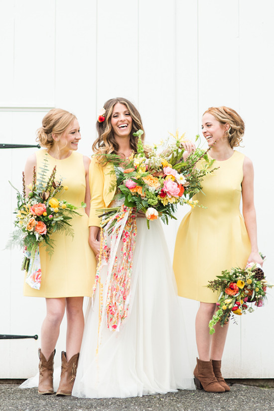 yellow bridesmaids with bouquets
