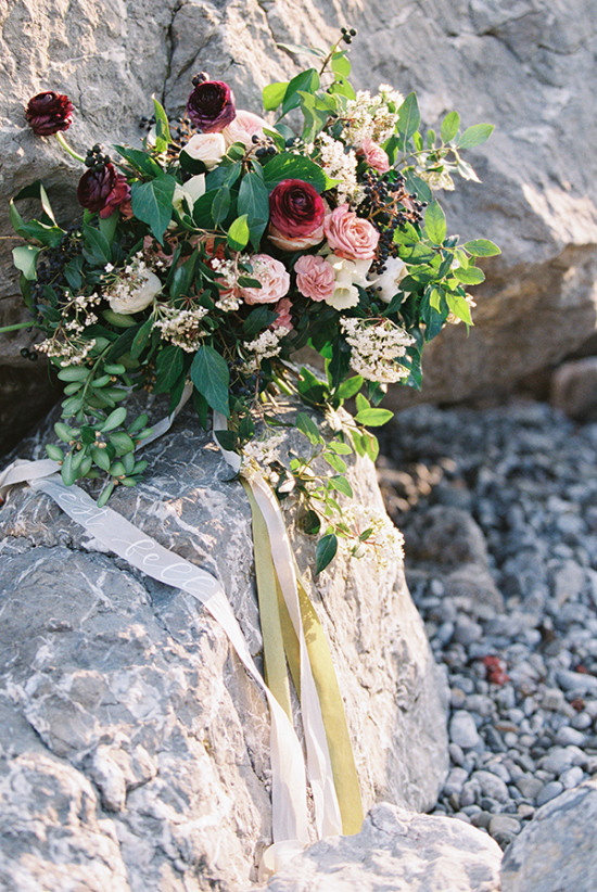 Loose bouquet with ribbons