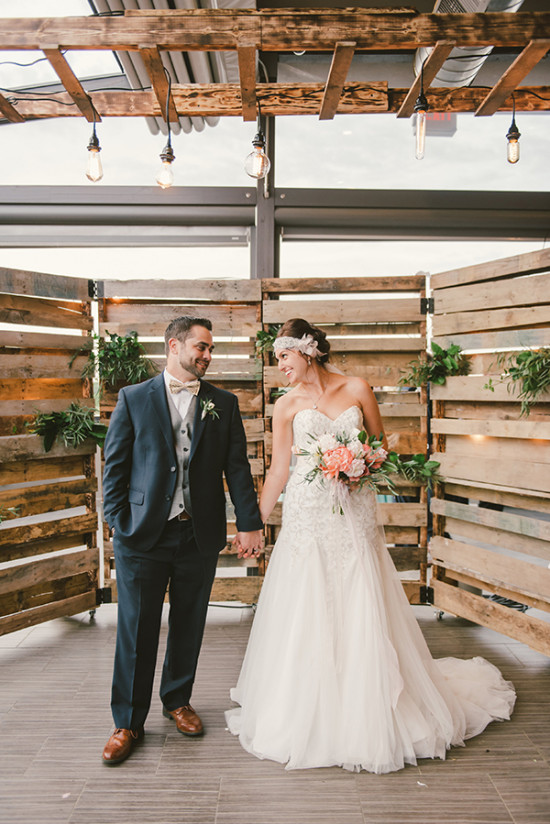 chic wooden wedding backdrop you are gunna love