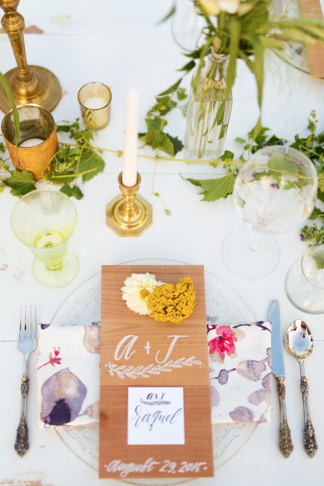 Wood menu for tablesetting