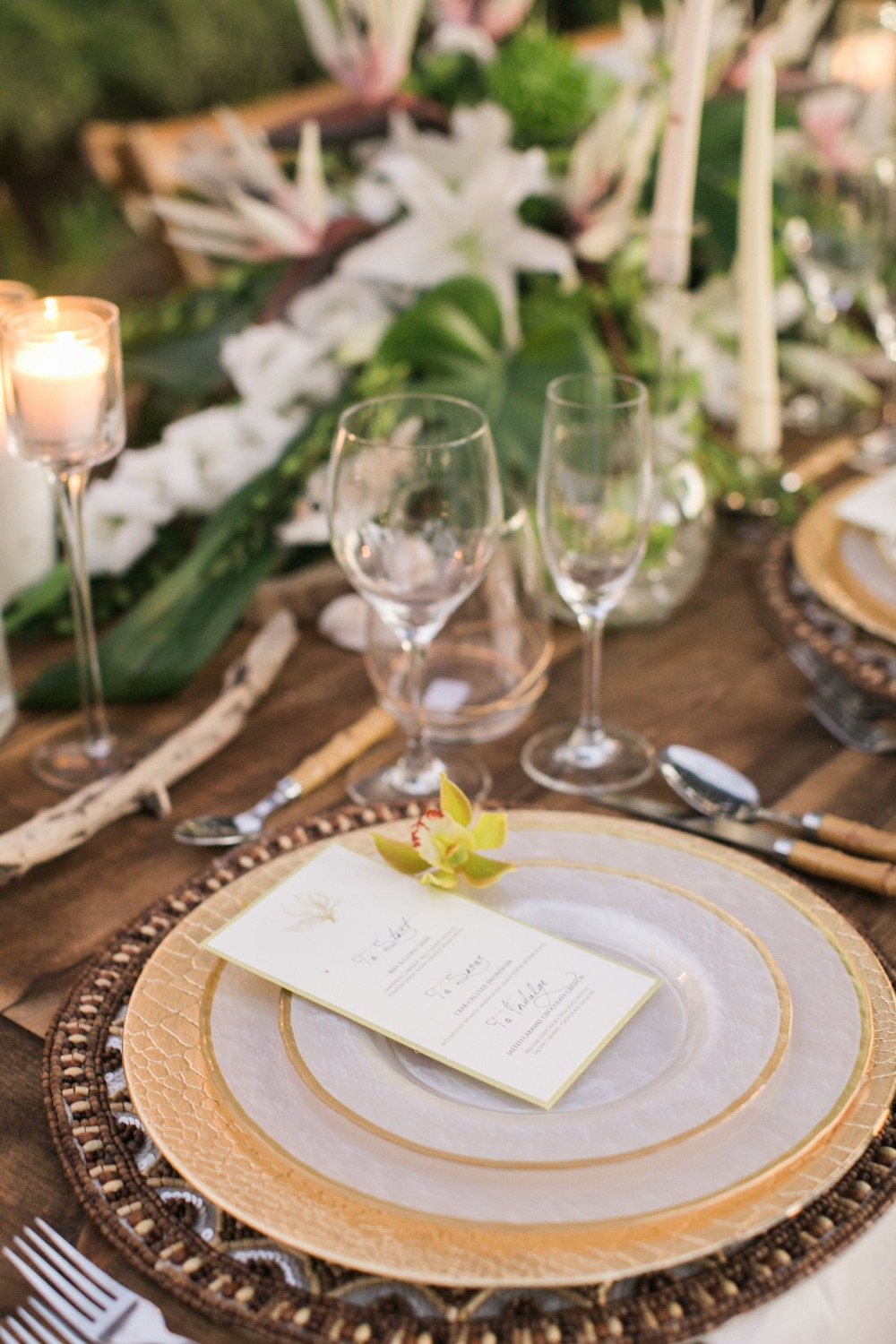 Tropical wedding placesetting idea