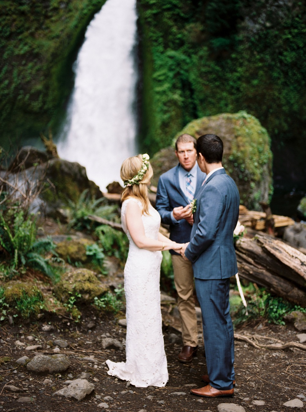 Intimate waterfall elopement in Oregon