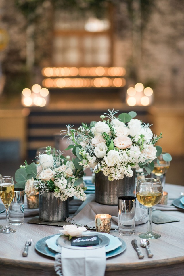 modern floral centerpiece idea