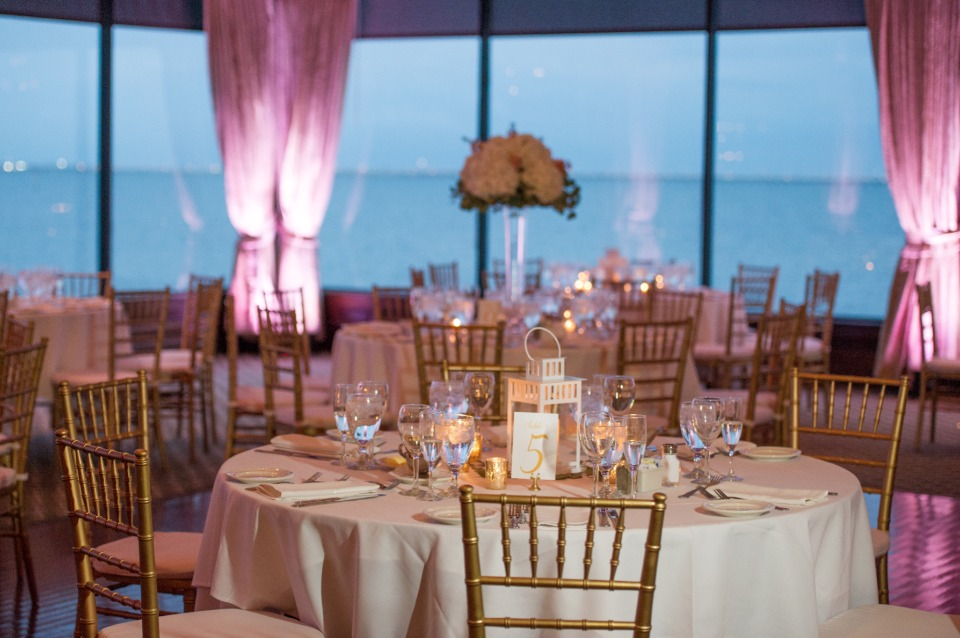 gold, white and pink wedding reception idea