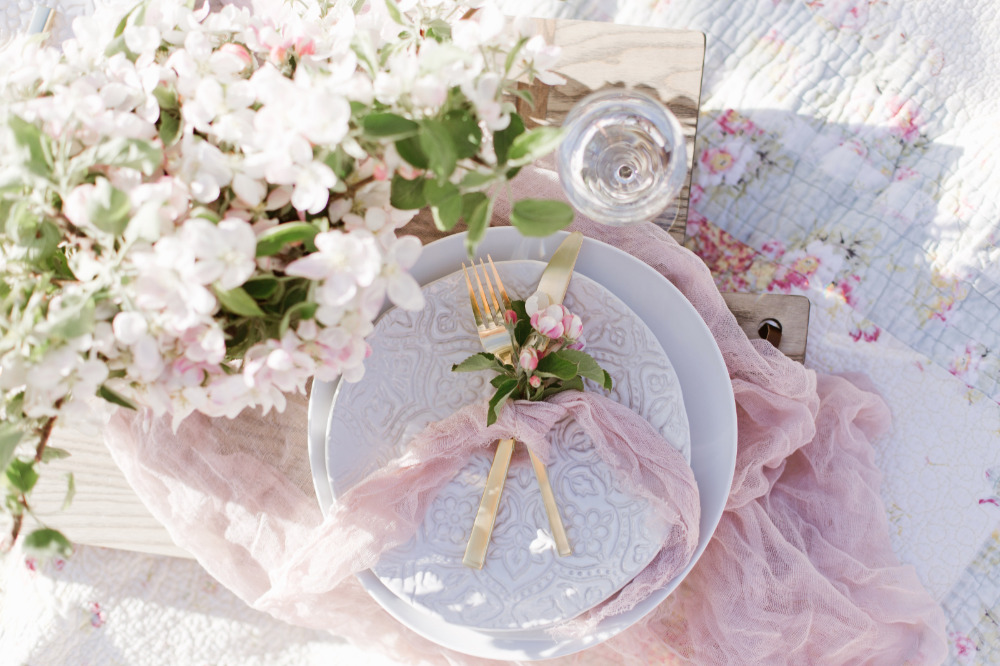 sweetheart table ideas in an orchard