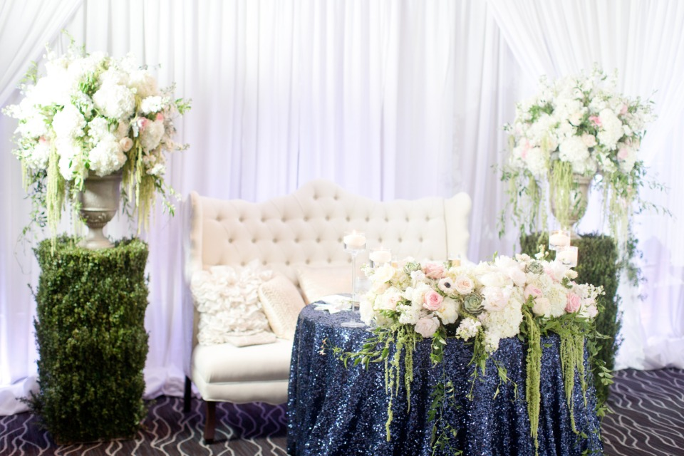 navy and white sweetheart table