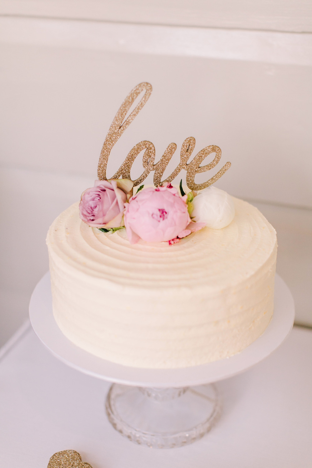 simple wedding cake with gold glittre topper