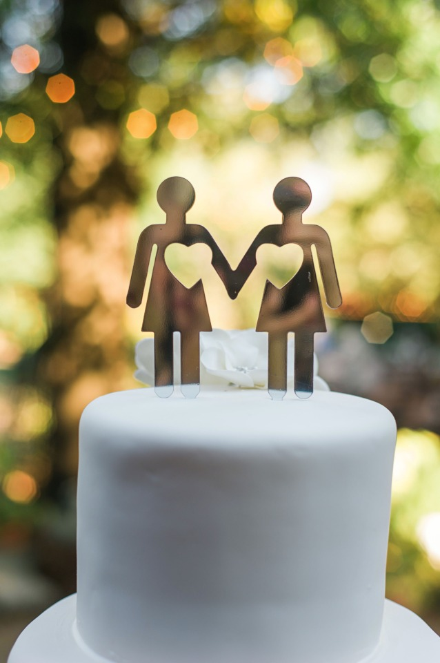 simple wedding cake topper that we love