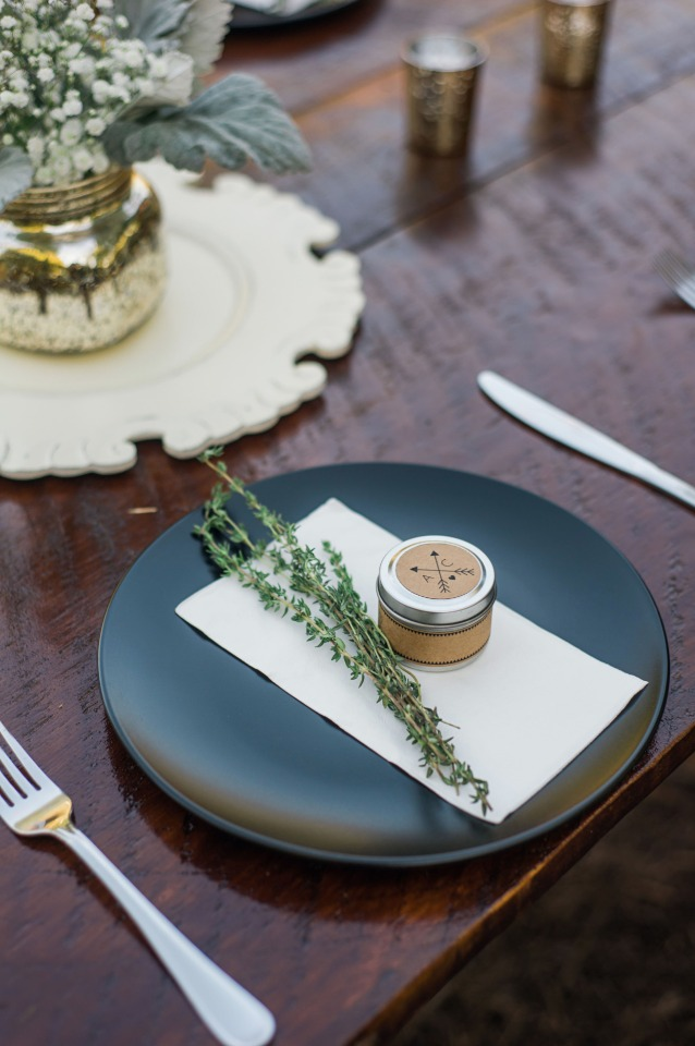 sweet and simple place setting and favor