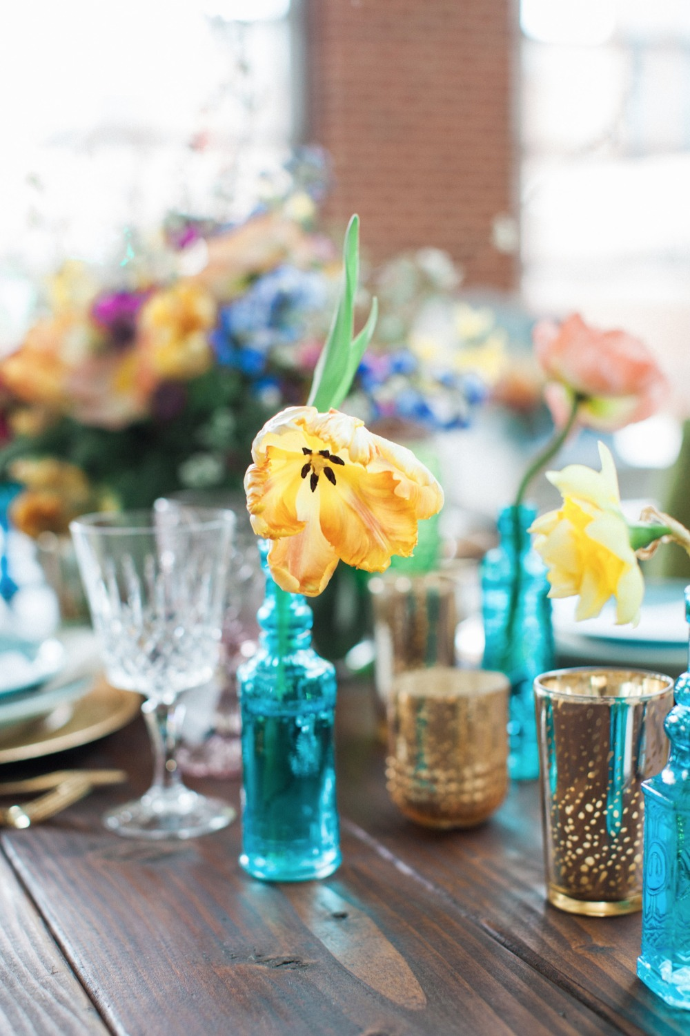 Simple and chic table decor