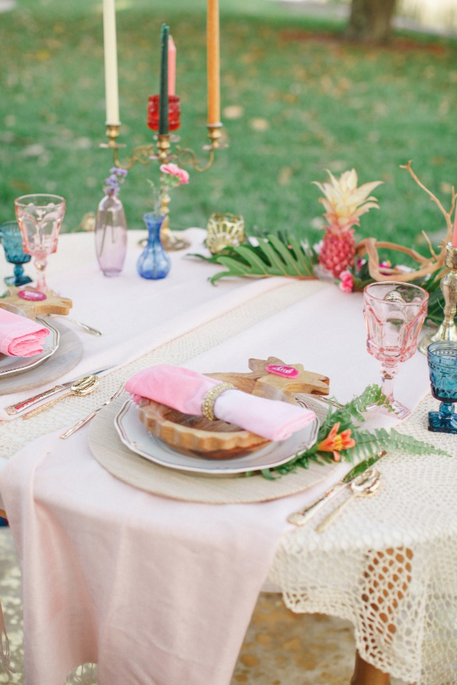 soft pink and tropical wedding table decor