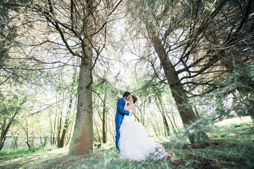 forest wedding photo idea
