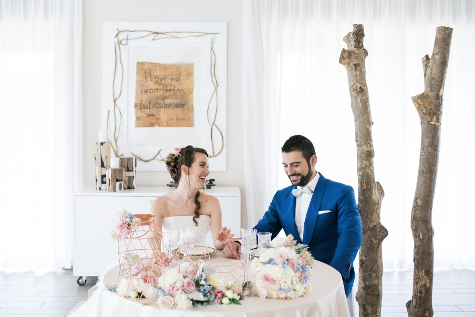 pink and blue sweetheart table