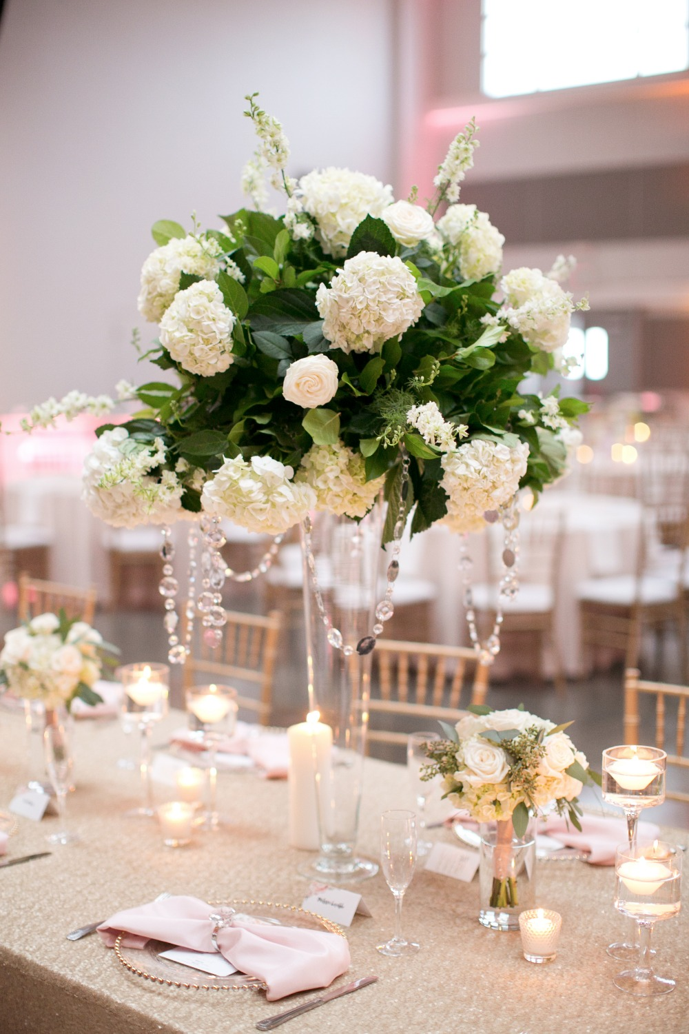 White and green centerpiece idea