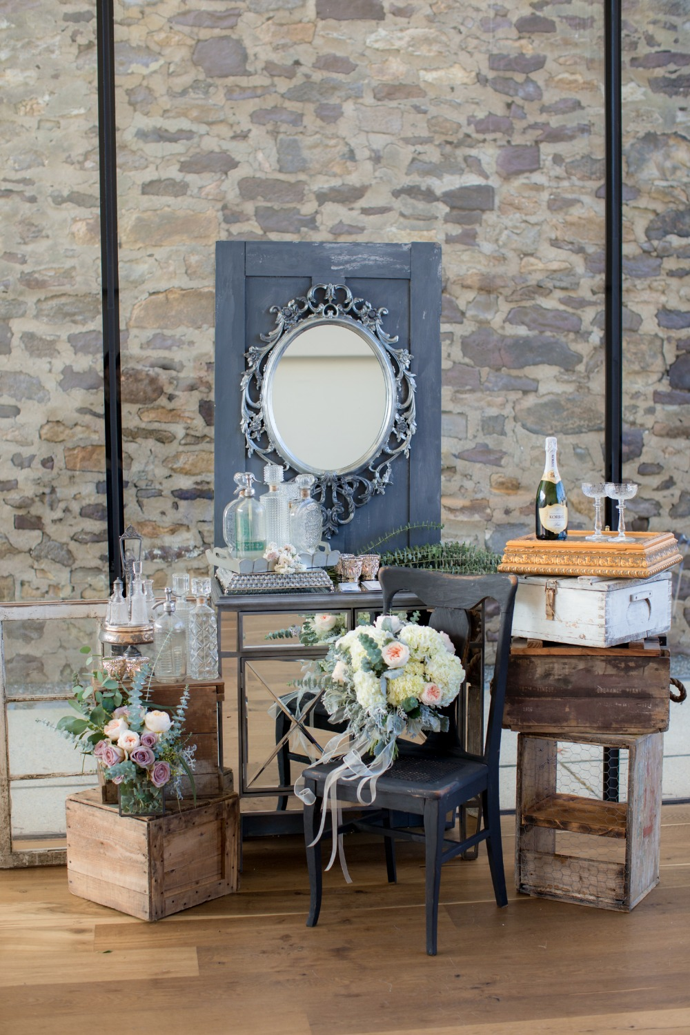 Vintage wedding decor and details