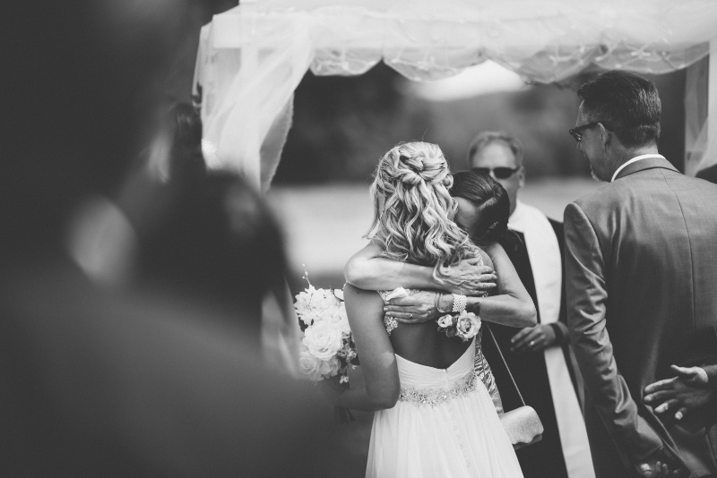 Midwest Wedding - Hugs make me feel all the feels.