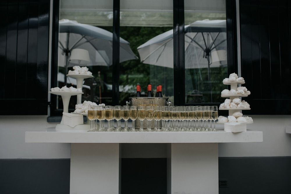 Champagne and merengue dessert bar