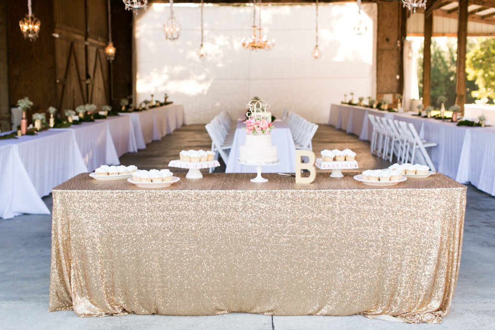 gold sparkle wedding cake table