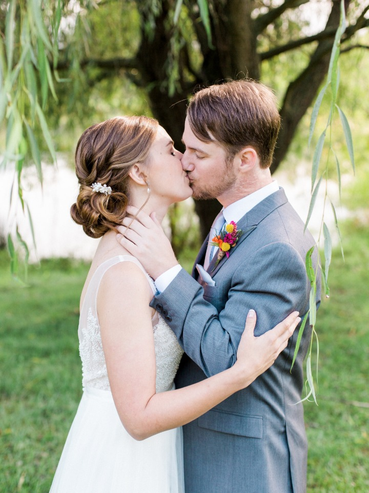 romantic wedding kiss under a weeping willow tree