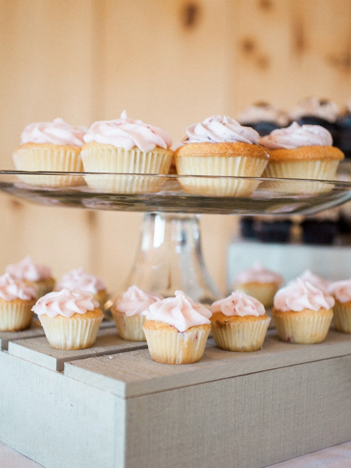 your choice of cupcakes and mini cupcakes