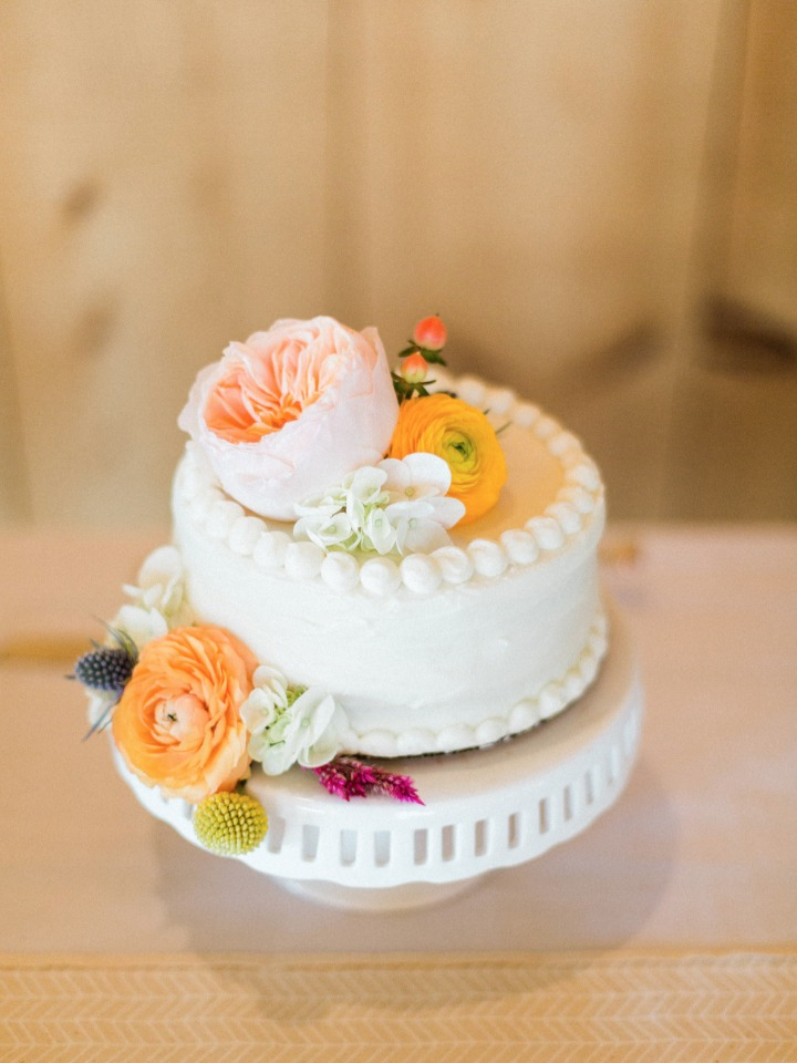 wedding cakes don't have to be huge