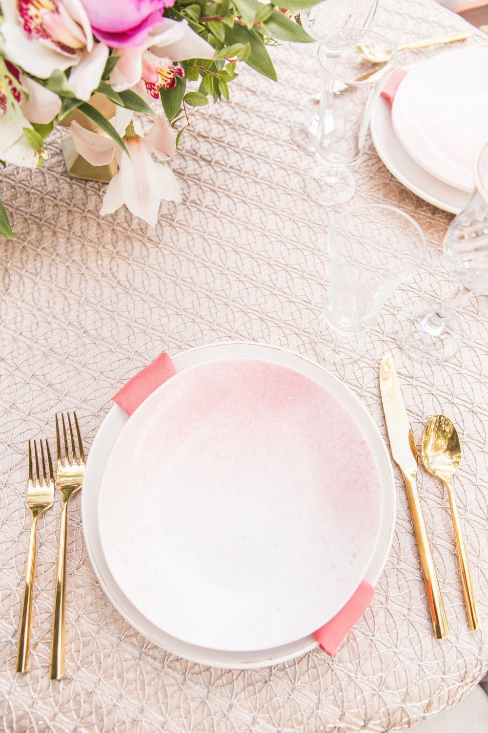 ombre pink wedding place setting