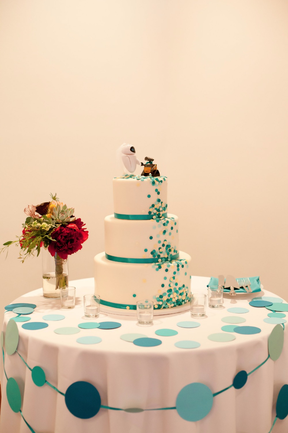 polka dot cake table decor
