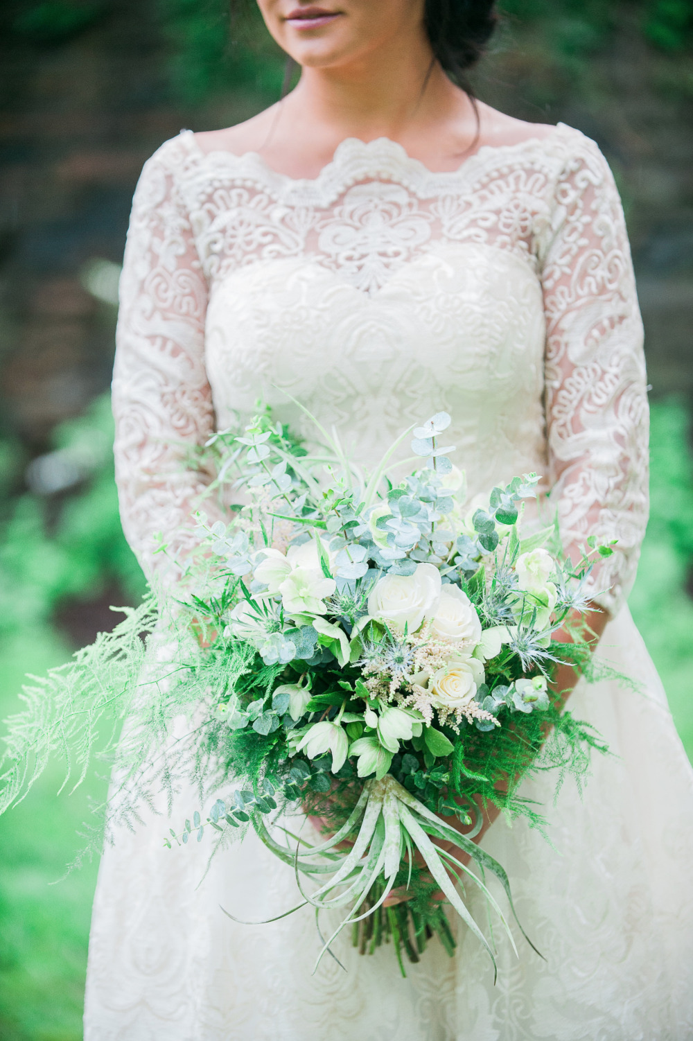 gorgoues lace wedding dress and white bouquet
