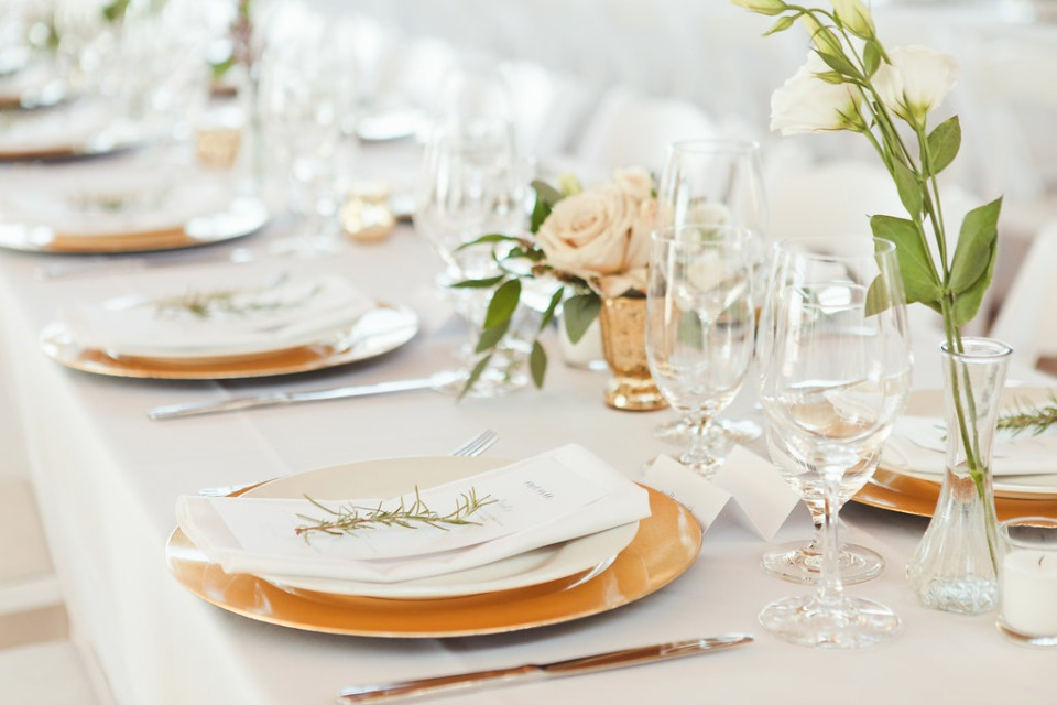 minimalist reception decor