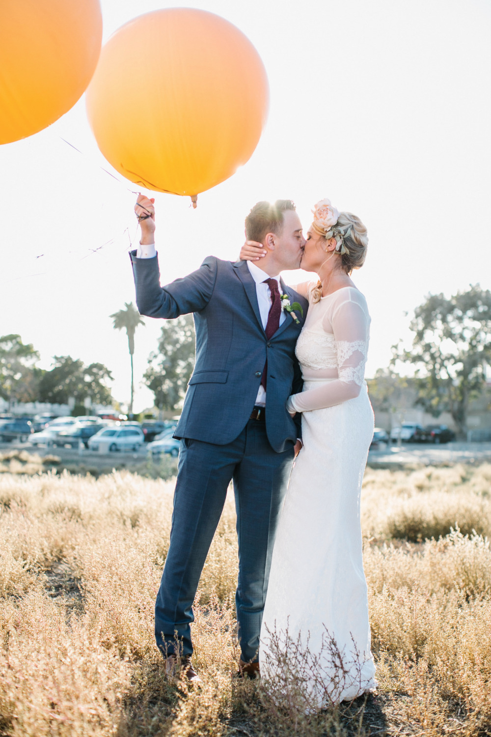 wedding photography couple session with giant balloons