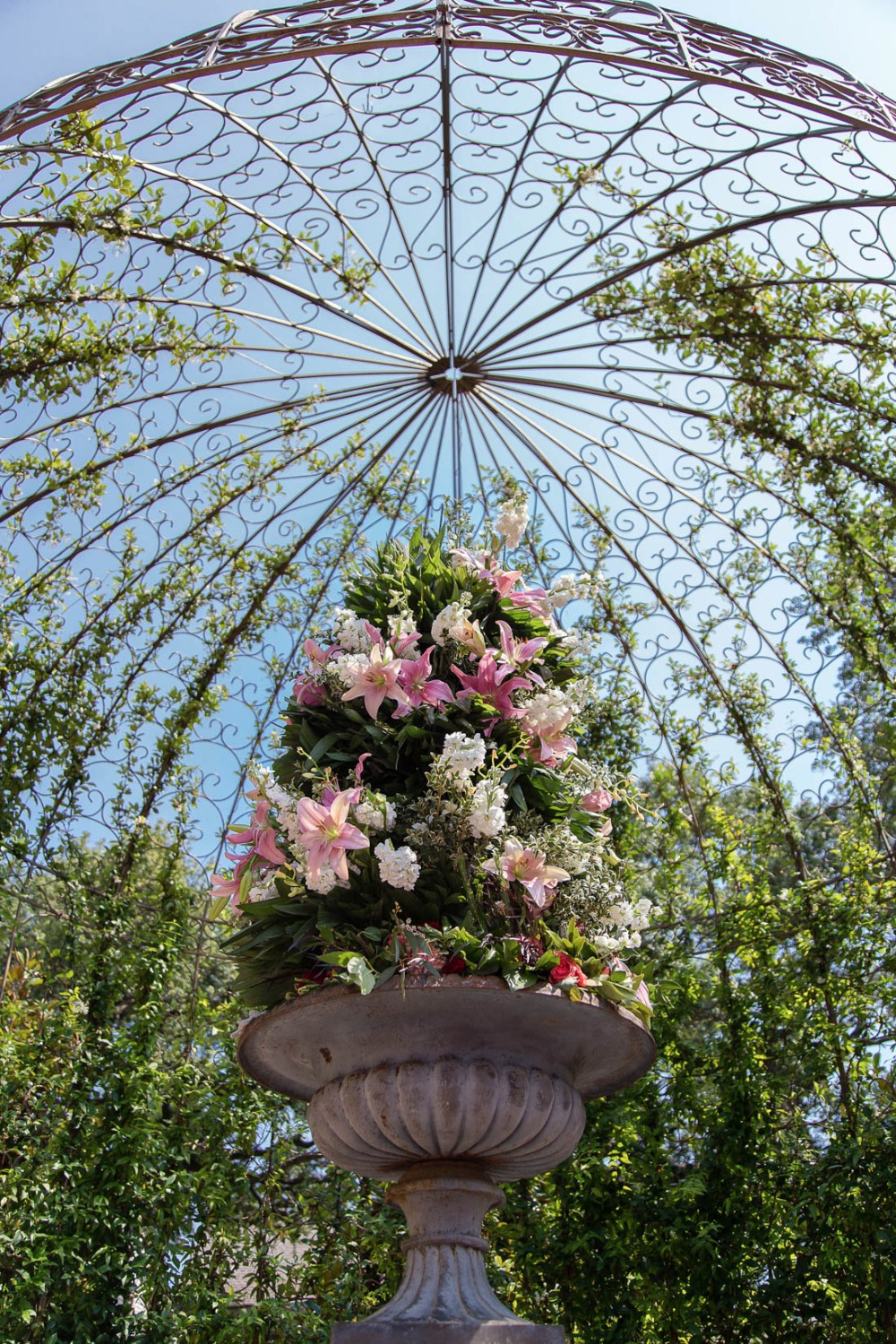 Outdoor arbor centerpiece idea