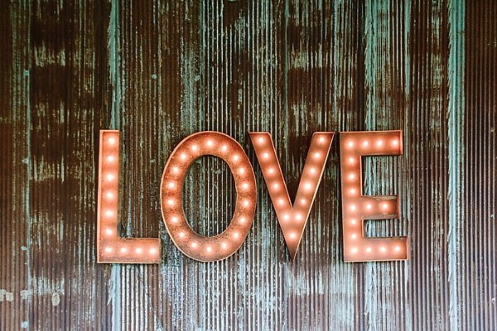 light up love marquee sign
