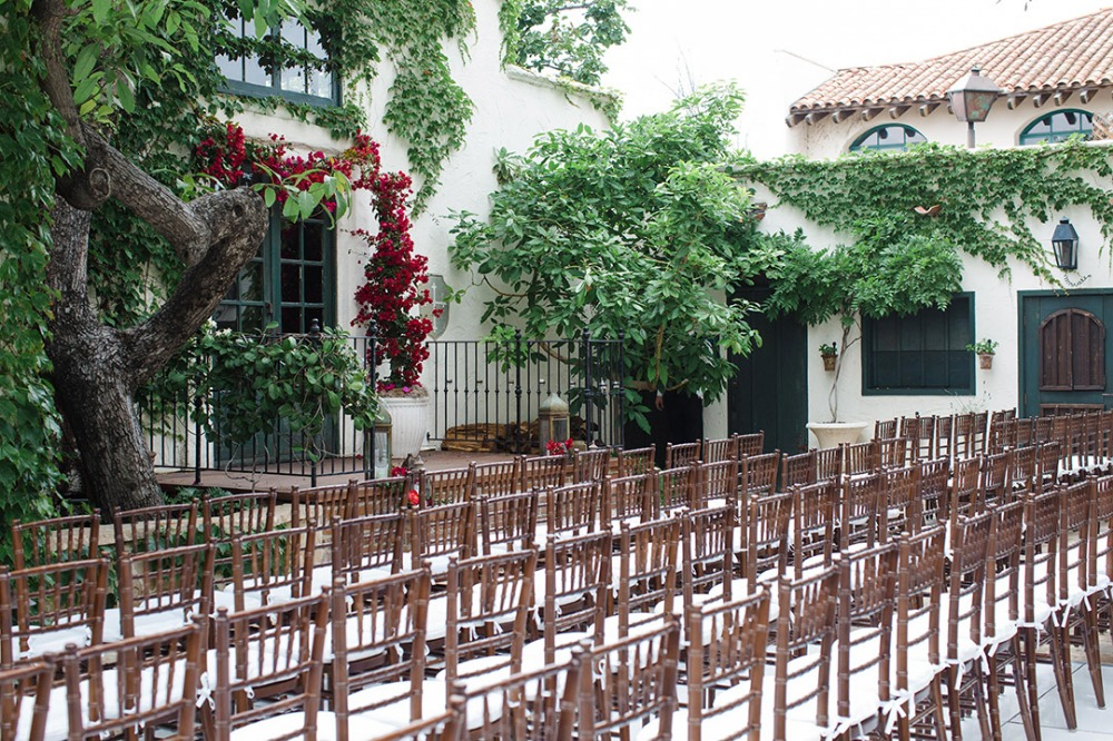 Classic outdoor ceremony