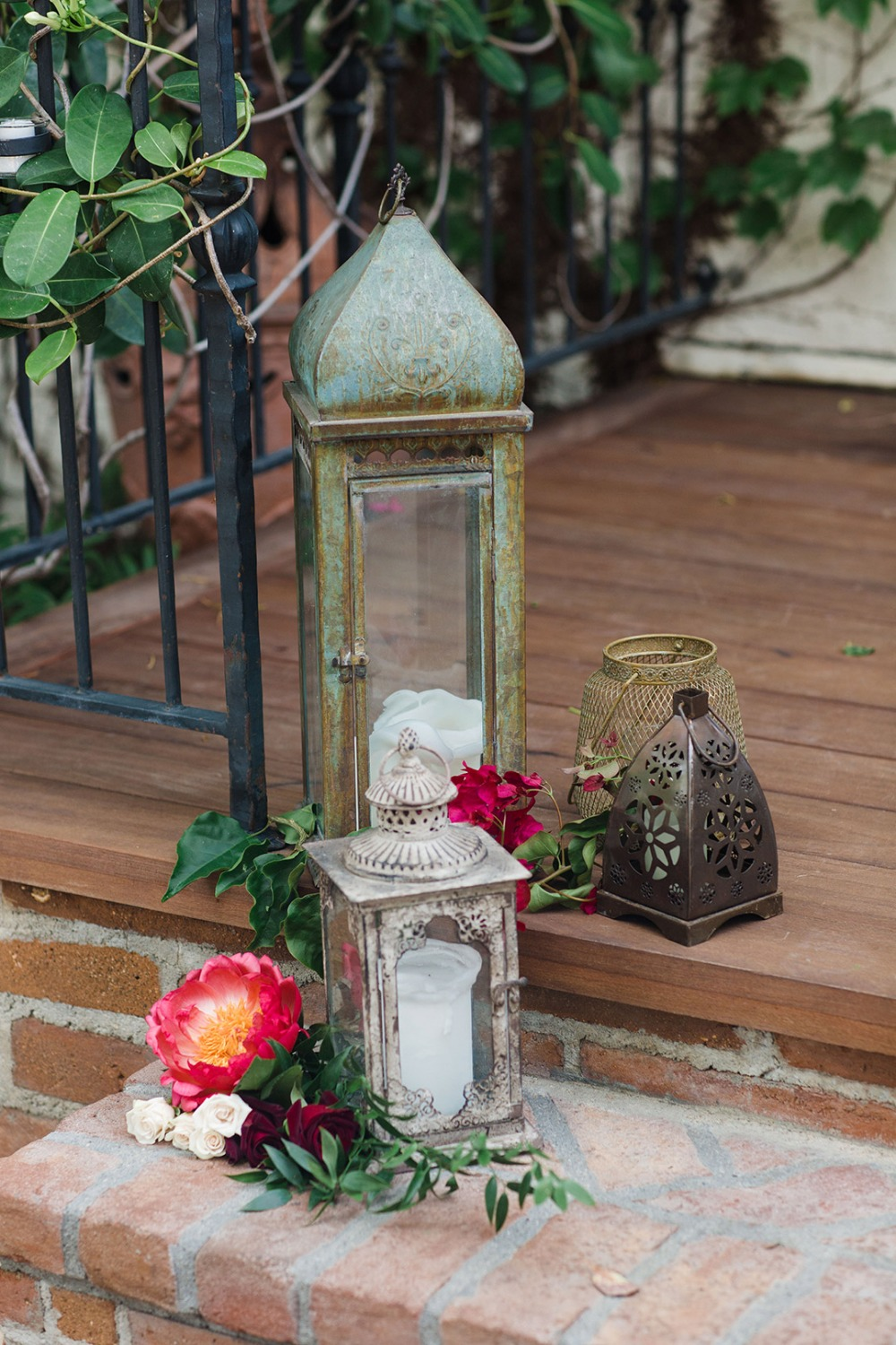 Ceremony decor with lanterns