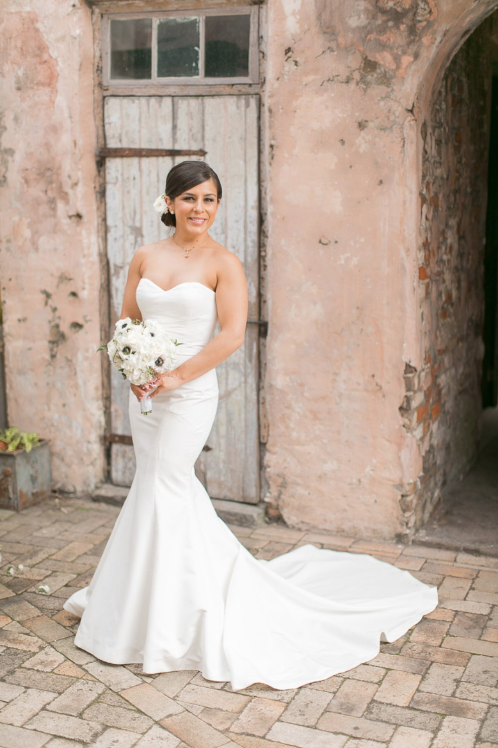 chic and modern bride style