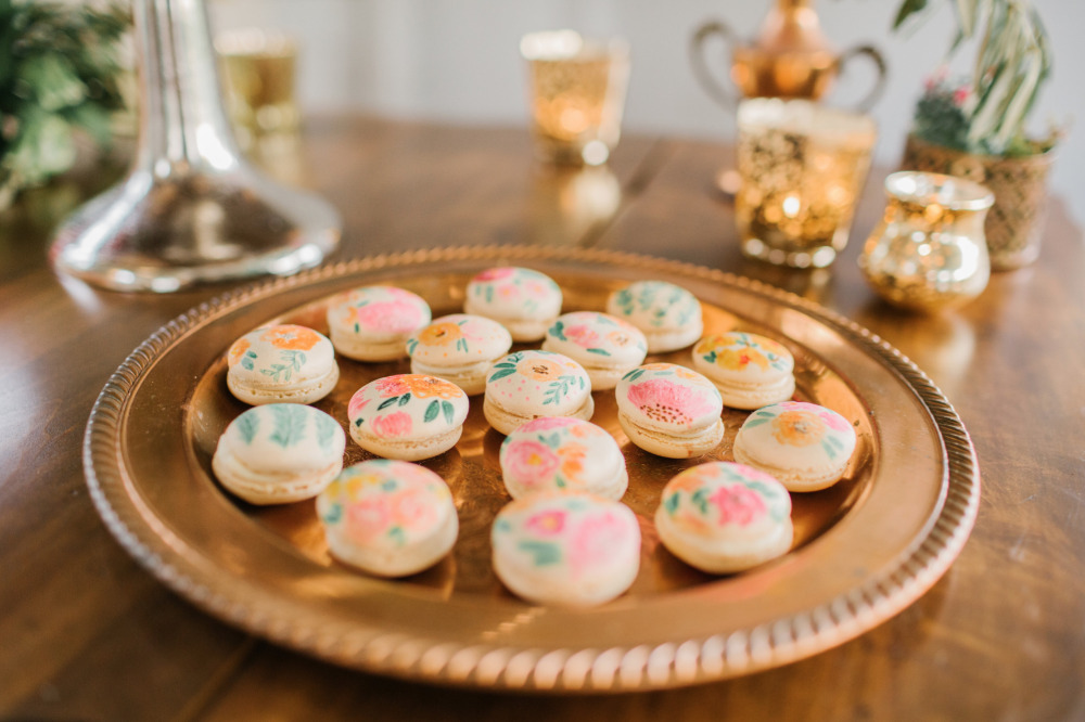floral wedding macarons