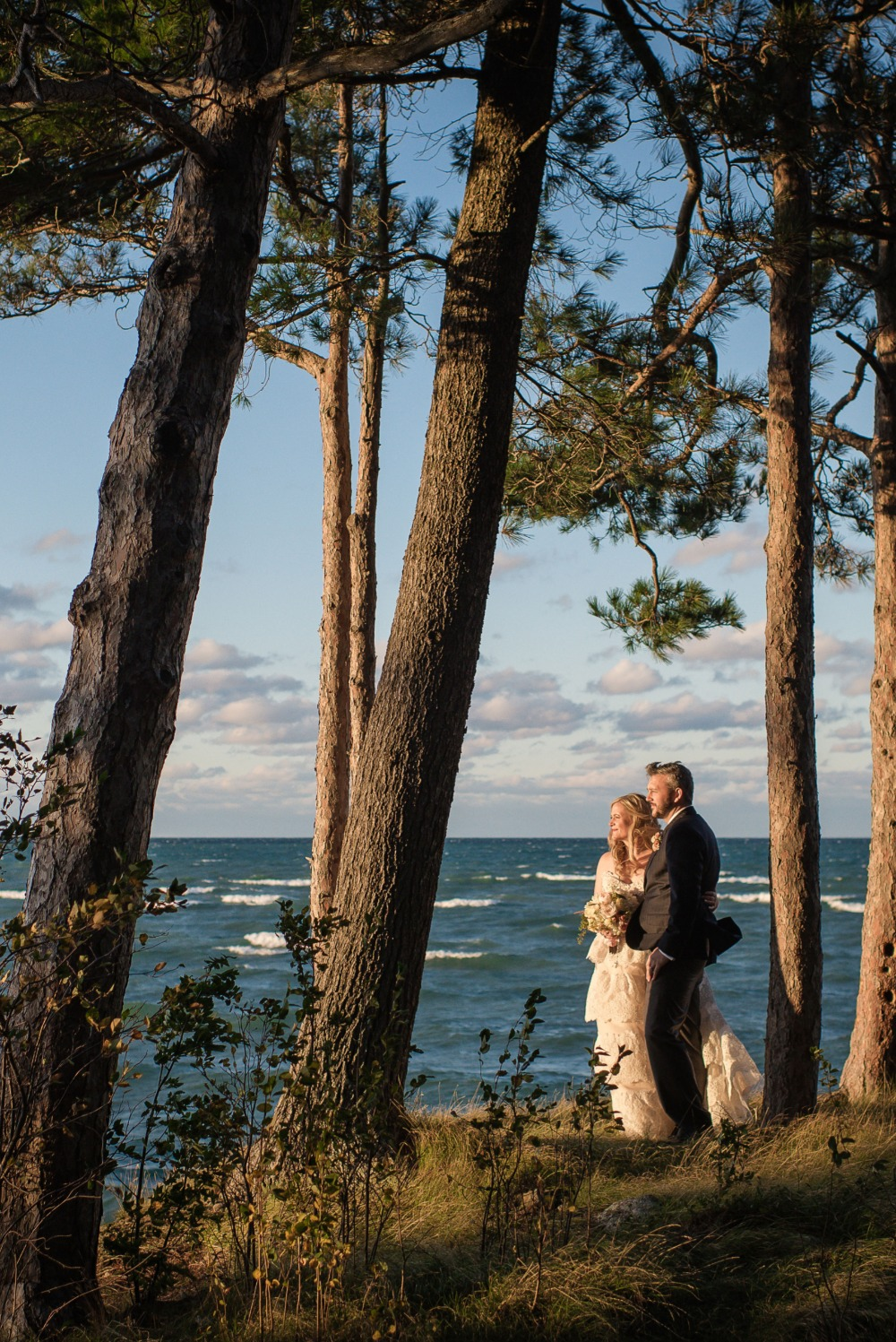 Romantic outdoor wedding photo idea