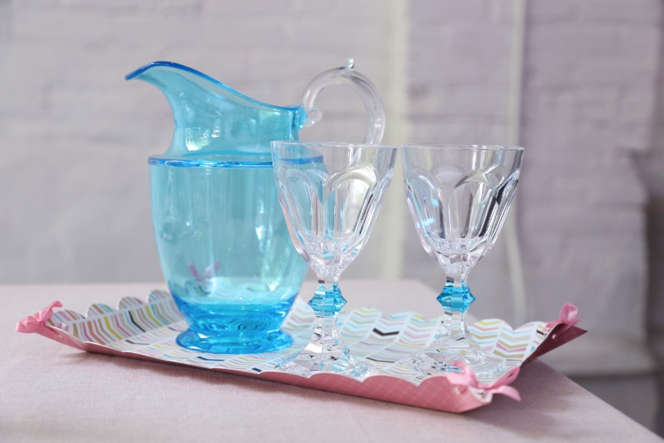 elegant plastic drinkware made to look like crystal